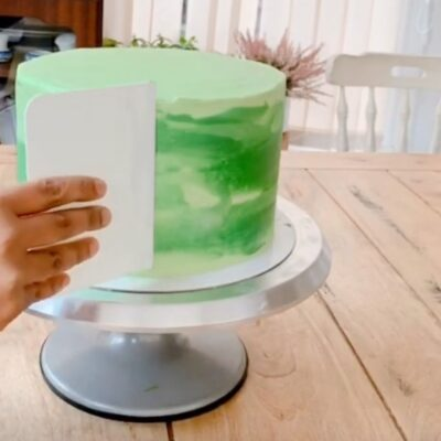 Covering a Dummy Cake With Buttercream