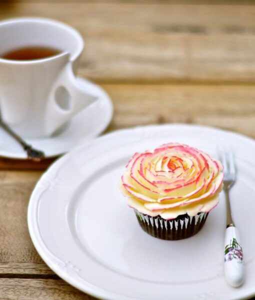 How to pipe gorgeous buttercream roses